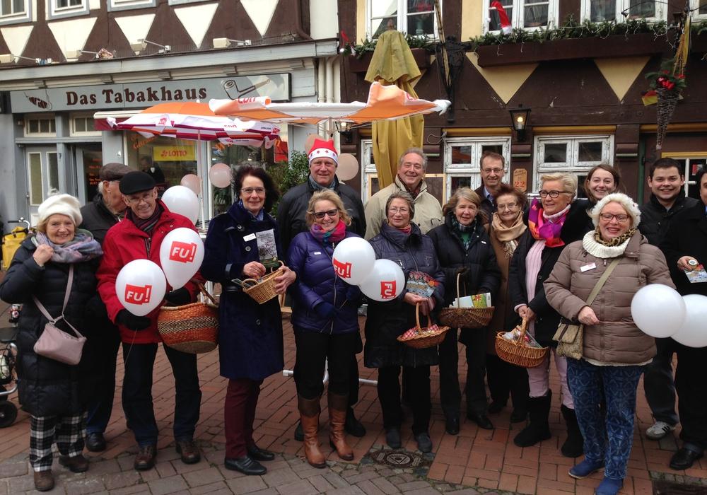 Das Bild zeigt das Team beim Nikolausstand im vergangenen Jahr. Foto: privat
