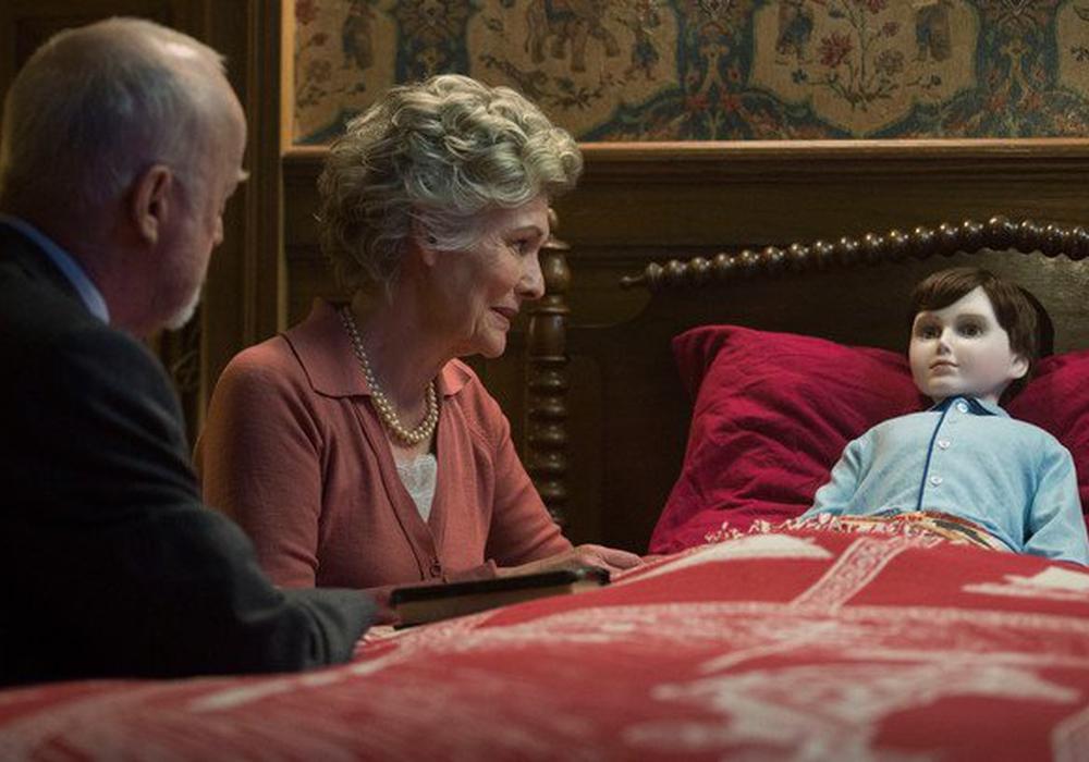 "Szene aus ""The Boy"". Das Ehepaar Heelshire bringt ihren Jungen ins Bett. Foto: Capelight (Central)"