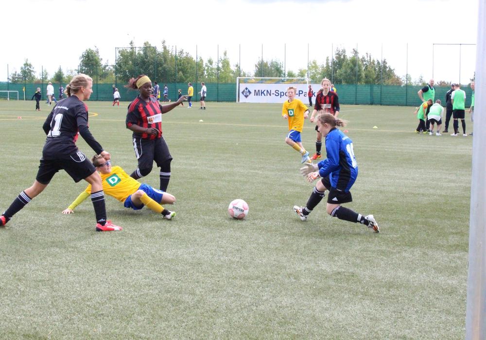 Das erste inklusive Fußballturnier bringt Flüchtlinge und Menschen mit Behinderungen zusammen. Fotos: Max Förster
