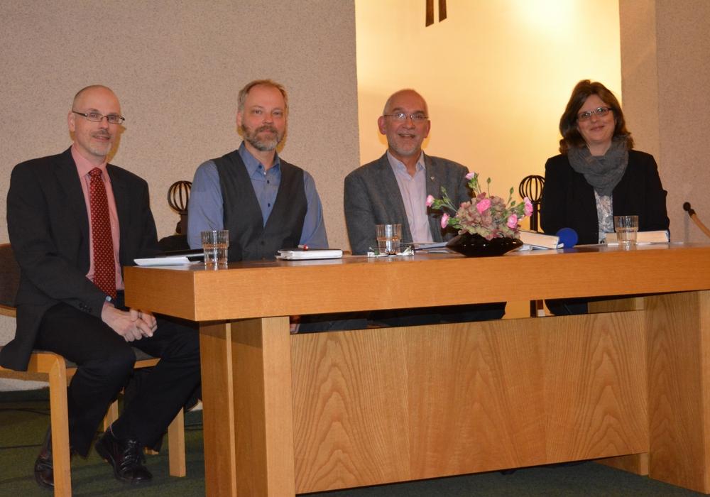 Ulf Damm, Hendrik Rust, Dr. Volker Menke und Dr-Nicole Laskowski. Foto: Kirchenkreis Peine