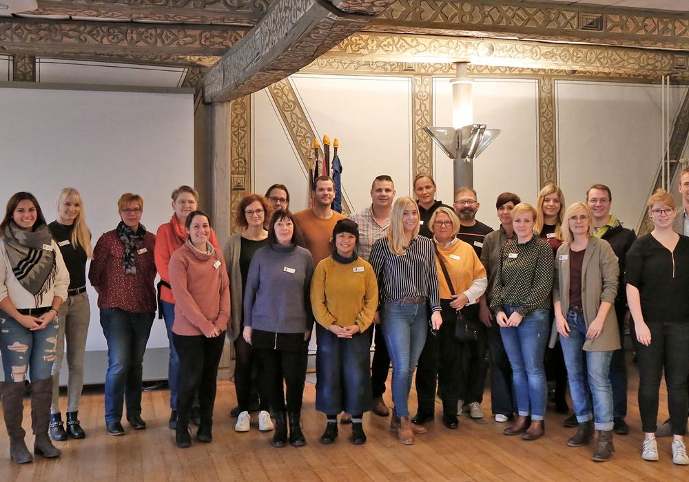 Die Vertreter der teilnehmenden Ferienpass-Städte im Wolfenbütteler Rathaus. Foto: Stadt Wolfenbüttel