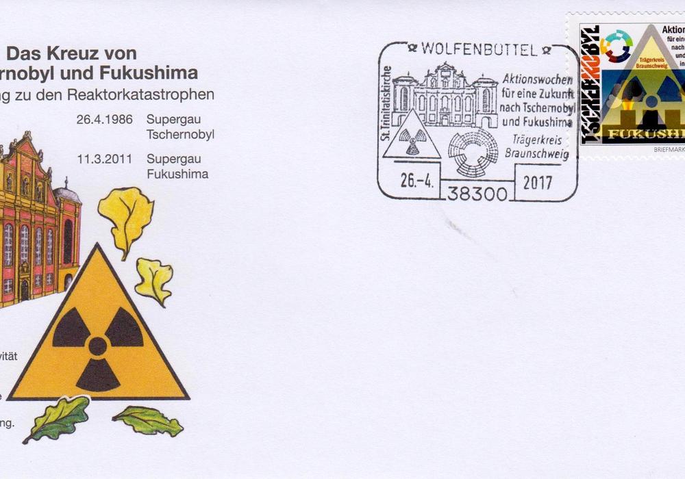 Die Schmuckumschläge und Tschernobyl/Fukushima-Briefmarken. Foto: Paul Koch