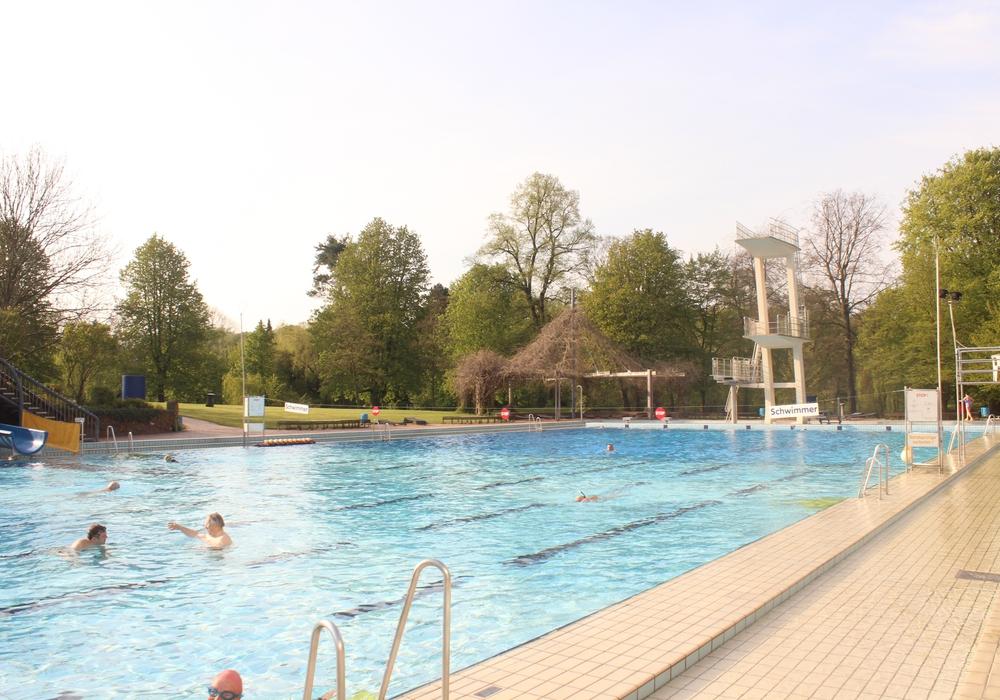 Die Stadtbad GmbH zeigt sich bestürzt über den tragischen Todesfall im Freibad Bürgerpark. Foto: