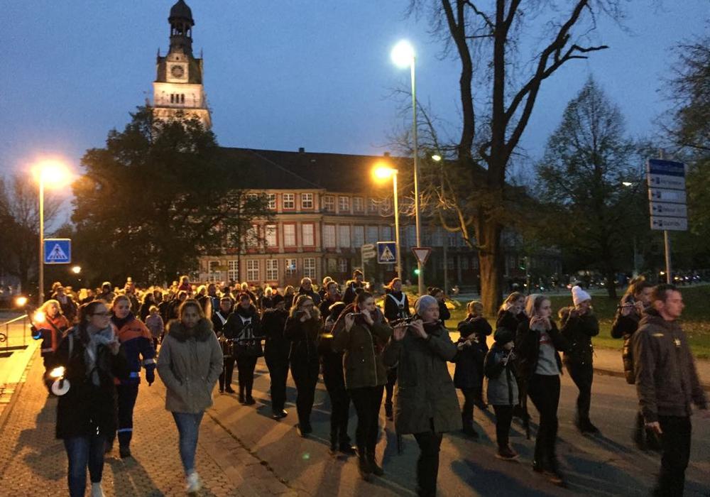 Am Samstagabend lud die Feuerwehr Wolfenbüttel zum Lampionumzug ein. Fotos: Anke Donner