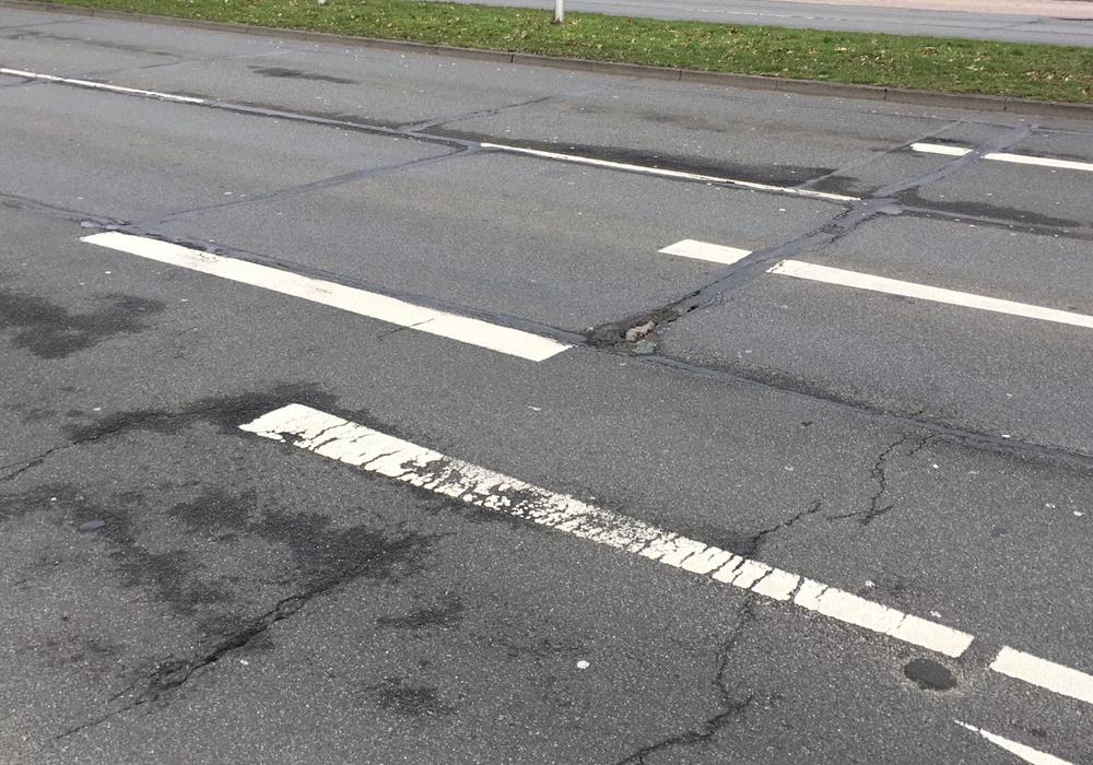 Die Nordhoff-Straße braucht dringend einen neuen Fahrbahnbelag. Foto: Christoph Böttcher