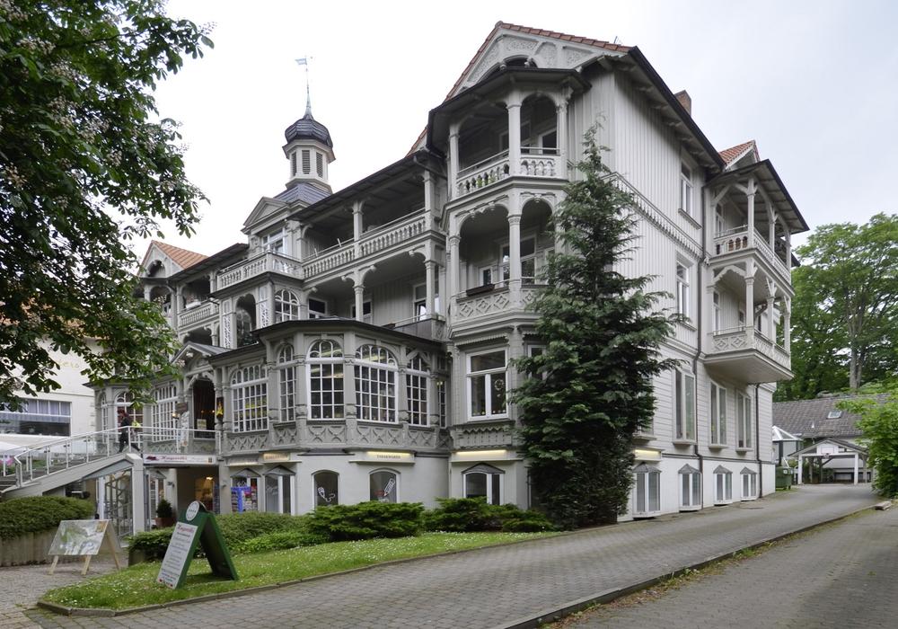 Das einst koscher geführte Hotel Parkhaus, hinter dem sich von 1901 bis circa 1935 eine Synagoge für die jüdischen Kurgäste und die Bewohner der Stadt befand. Foto: Israel Jacobson Netzwerk