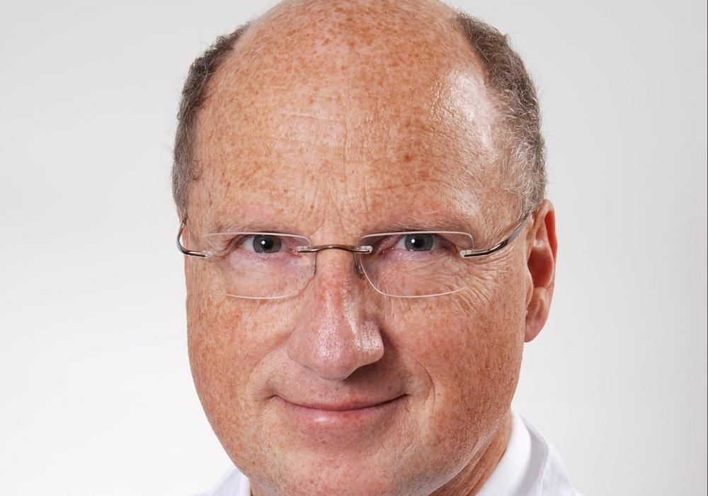 Dr. med. Thomas Dewitz, Chefarzt der Klinik für Frauenheilkunde und Geburtshilfe und Leiter des Brustzentrums Gifhorn, referiert zum Thema Brustkrebs. Foto: Helios Klinikum Gifhorn