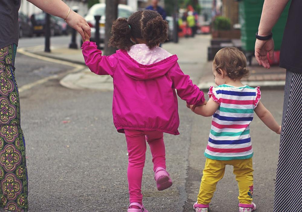 Das Kind ist plötzlich auf die Straße gelaufen. Symbolbild: Pixabay
