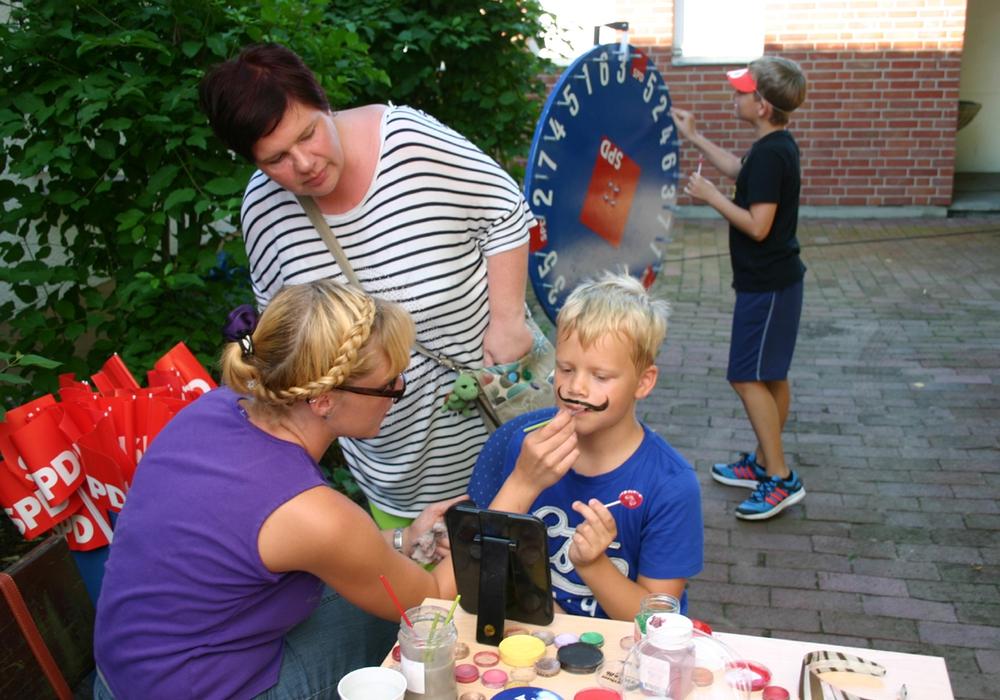 SPD-Ortsverein Hornburg richtete Familienfest aus. Die Kinder hatten viel Spaß am Schminktisch. Foto: Privat