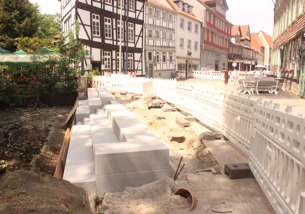 Am Zimmerhof führen einige Stufen zum Okerufer. Hier dauern die Arbeiten noch eine Weile. Fotos/Video: Anke Donner