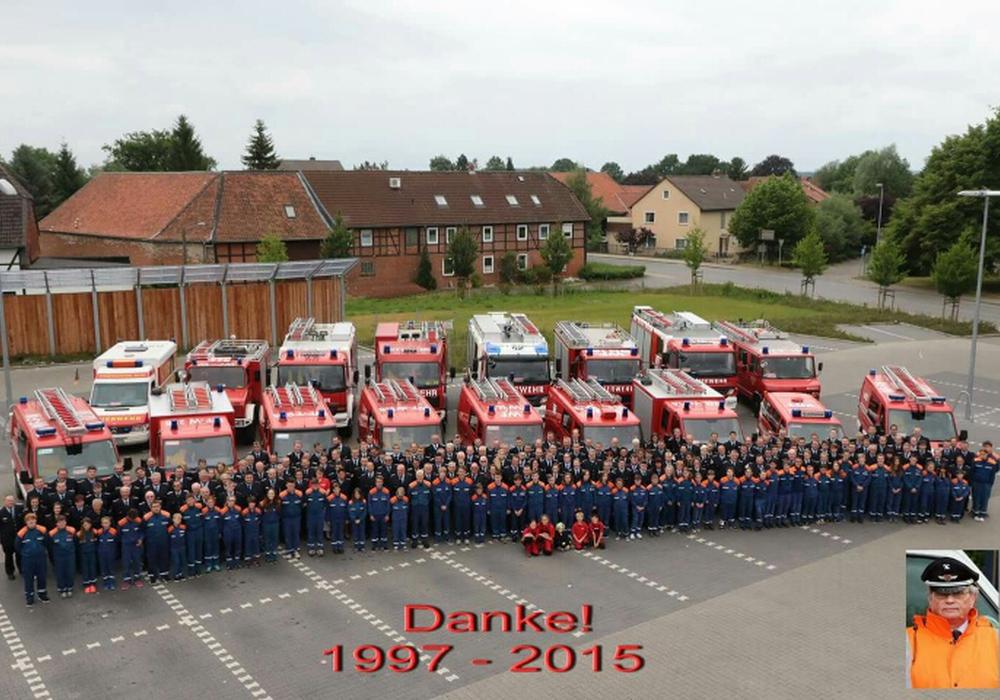 Die Sickter Feuerwehr verabschiedet sich vom Gemeindebrandmeister Dieter Heine und bedankt sich für die 18-jährige Amtsausübung. Foto: Privat