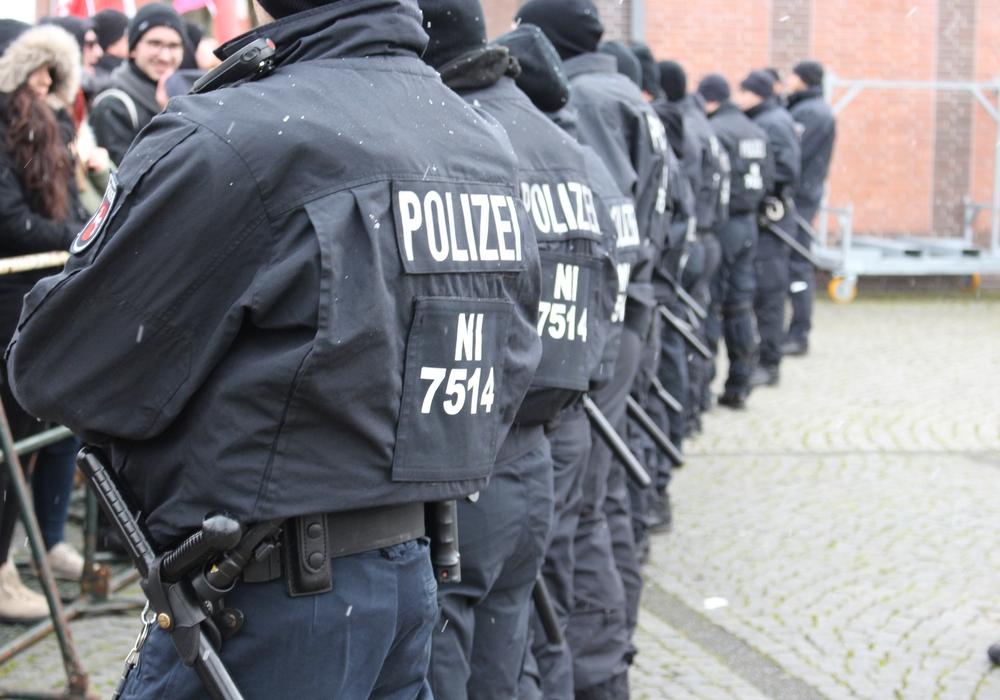 Polizisten sammeln immer mehr Überstunden an. Symbolbild: Sandra Zecchino