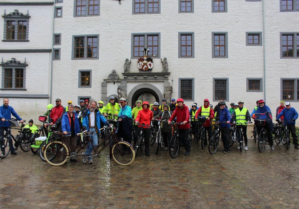 Beim Sattelfest in Wolfsburg trotzten die Radfahrer dem Regen. Foto: Christoph Böttcher
