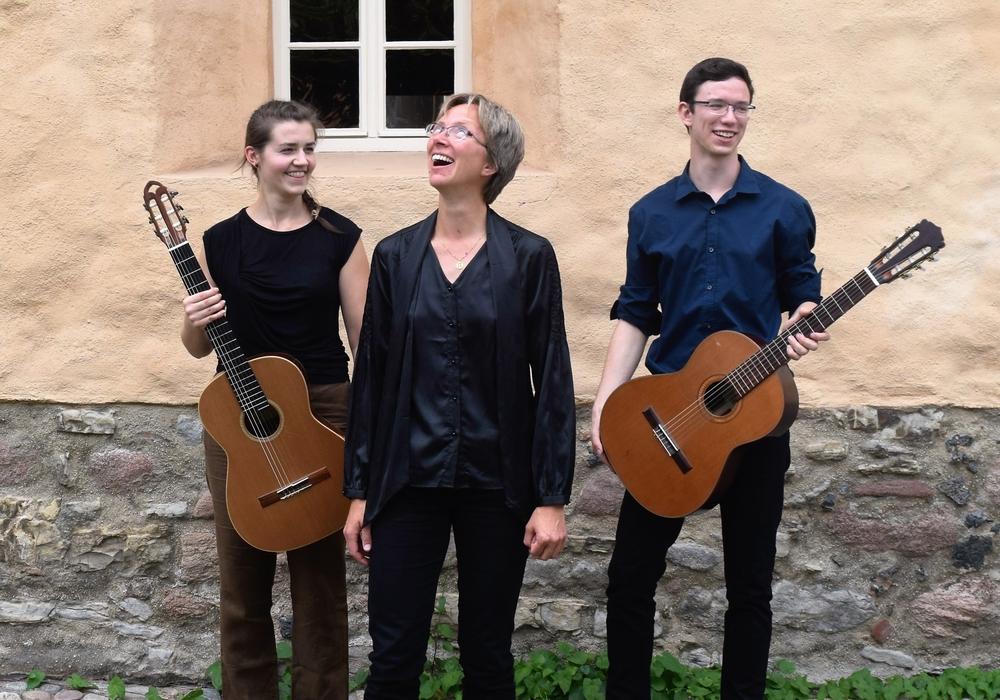Musikalisch Gäste in der Magni-Sommerkirche am 09. Juli sind Kerstin Denecke (Orgel) mit Nele-Pauline Gaedke und Richard May (Gitarren). Foto: Veranstalter