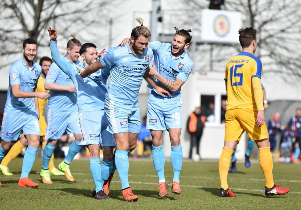 Gefühlswelten im Fußball: Ein wichtiger Sieg für Lupo Martini, eine große Enttäuschung für Eintracht Braunschweig U23. Fotos: Moritz Eden