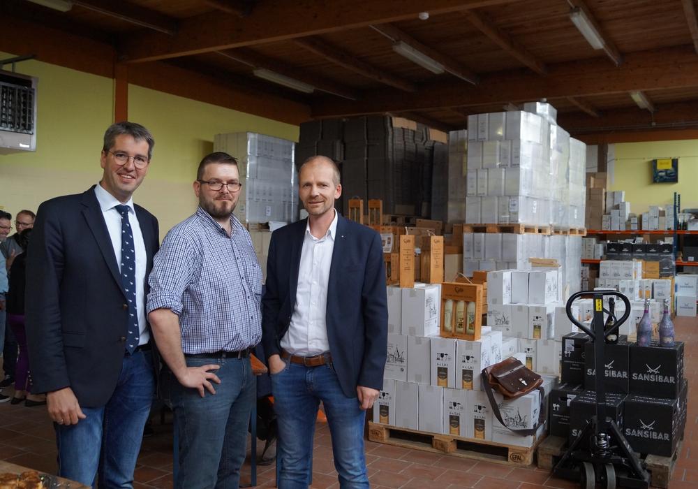 Diesmal trafen Dr. Oliver Junk (links) und, seitens des Vereins pro Goslar, Uwe Schwenke de Wall jun. (rechts) Unternehmerinnen und Unternehmer in Jerstedt – bei Gastgeber Sven Gust (Mitte). Fotos: Stadt Goslar