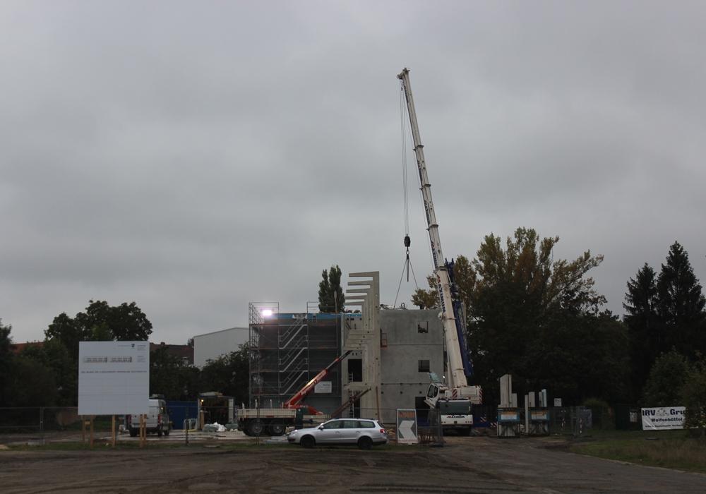 Die Arbeiten am Schützenplatz gehen gut voran. Im November könnte schon das Richtfest sein. Foto: Anke Donner