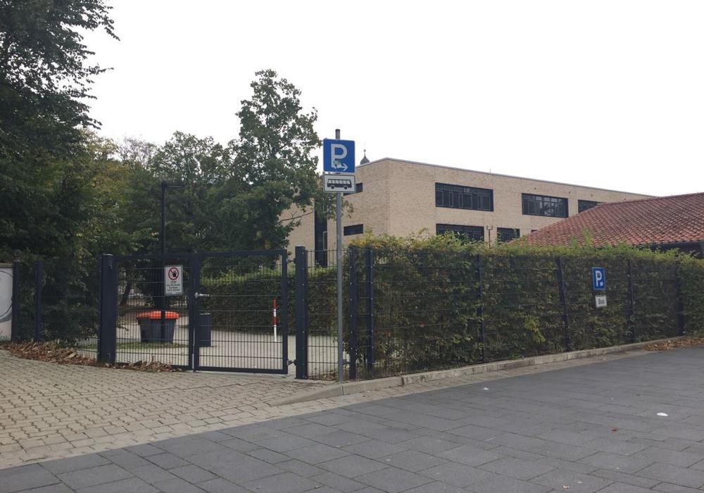 Mit Beginn der Bauarbeiten am Schlossplatz soll der Durchgang über das Schlossgelände zum Spinnerei-Parkplatz ermöglicht werden. Foto: Anke Donner