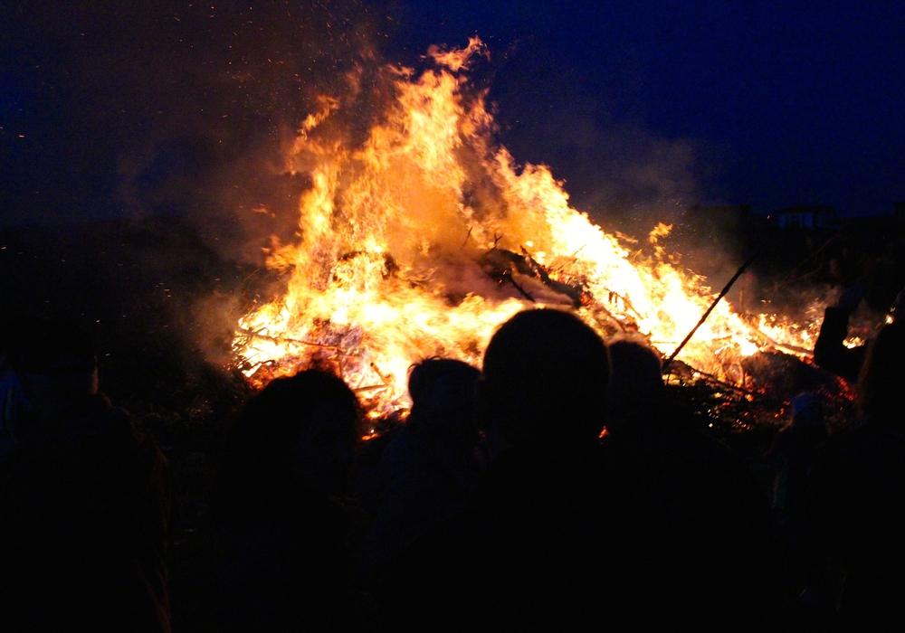 Auch in diesem Jahr wird am Ostersamstag in Grafhorst wieder ein Osterfeuer abgebrannt. Symbolfoto: Sina Rühland