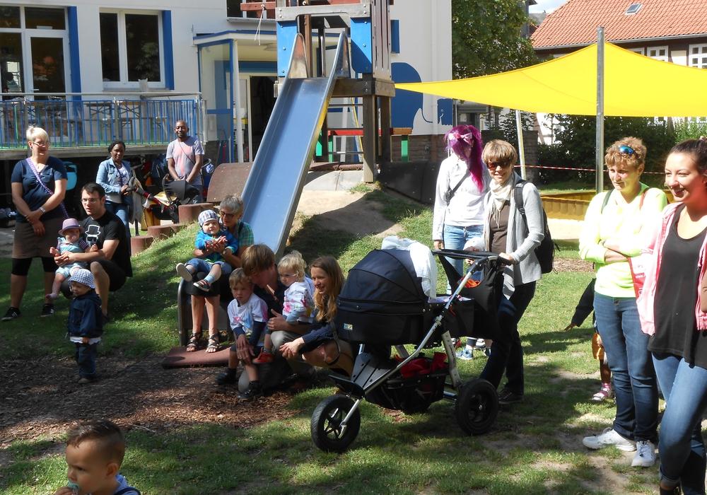 Besucher beim AWO- Sommerfest der Okerknirpse. Foto: Privat