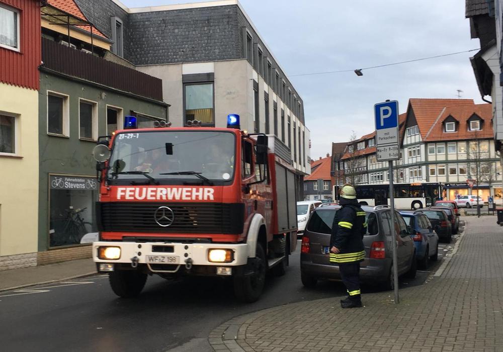 Die Feuerwehr war am Montagnachmittag in der Fischerstraße im Einsatz. Foto: Nick Wenkel