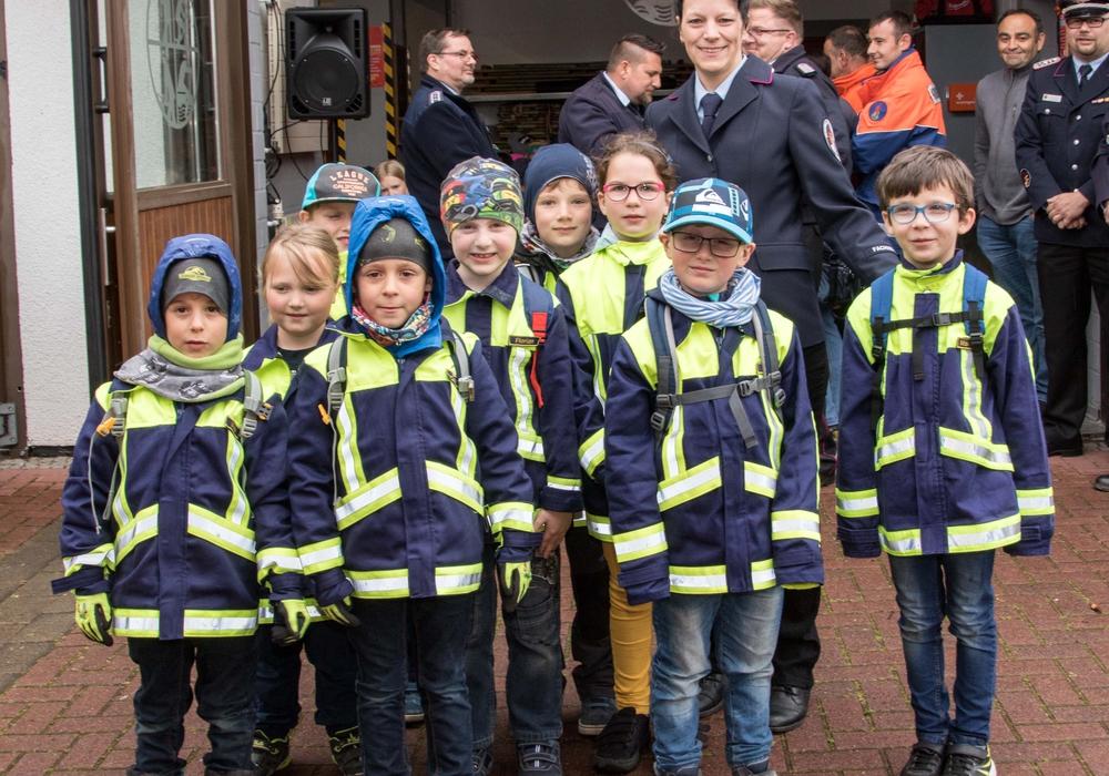 Die neugegründete Kinderfeuerwehr freut sich schon auf ein spannendes Programm mit Kinderfeuerwehrwartin Ira Pchiaek. Foto: Rudolf Karliczek