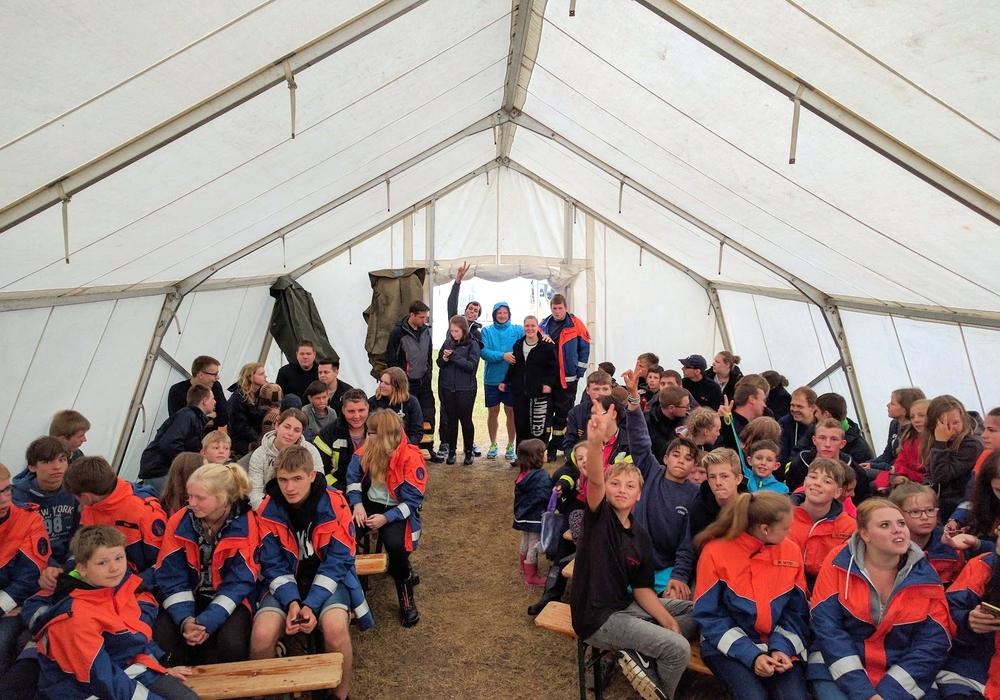Eine Woche verbrachten die Jugendlichen der Jugendfeuerwehren der Gemeinde Lehre im Zeltlager in Winsen an der Aller. Foto: Gemeinde Lehre