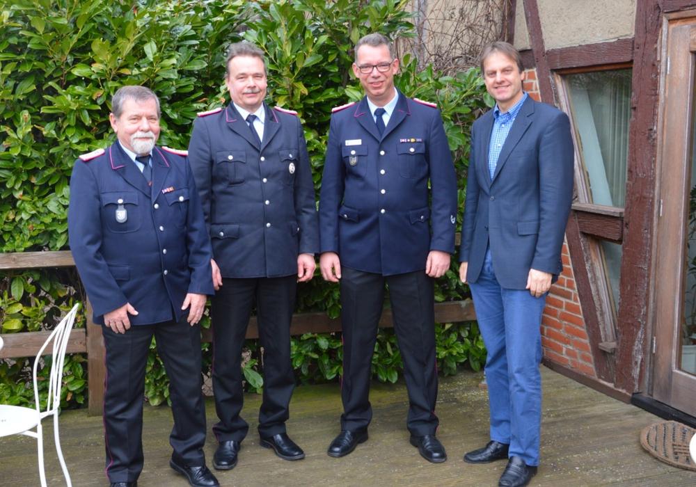 Von links: Wahlleiter Klaus-Peter Breske, Mattias Buhse, Marcus Peters und Bürgermeister Detlef Kaatz. Foto: Privat