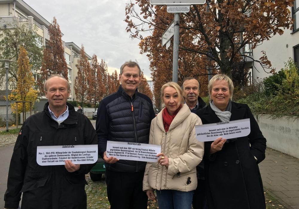 Spender und Forscher: (v.l.) Winfried Krause, Dr. Walter Hagena, Ulrike Hagena, Dr. Ulrich Ludewig, Karin Heidemann-Thien. Foto: Bürgerstiftung