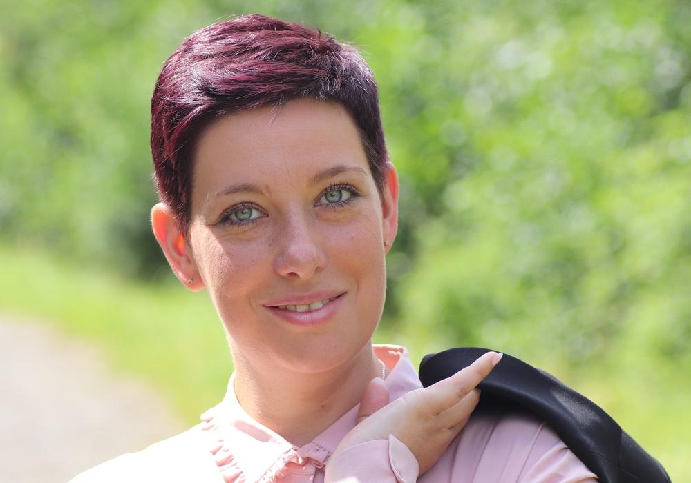 Die CDU-Landtagskandidatin Sarah Grabenhorst-Quidde steht anInformations-Ständen in Schladen und Schöppenstedt für Gespräche bereit. Foto: CDU