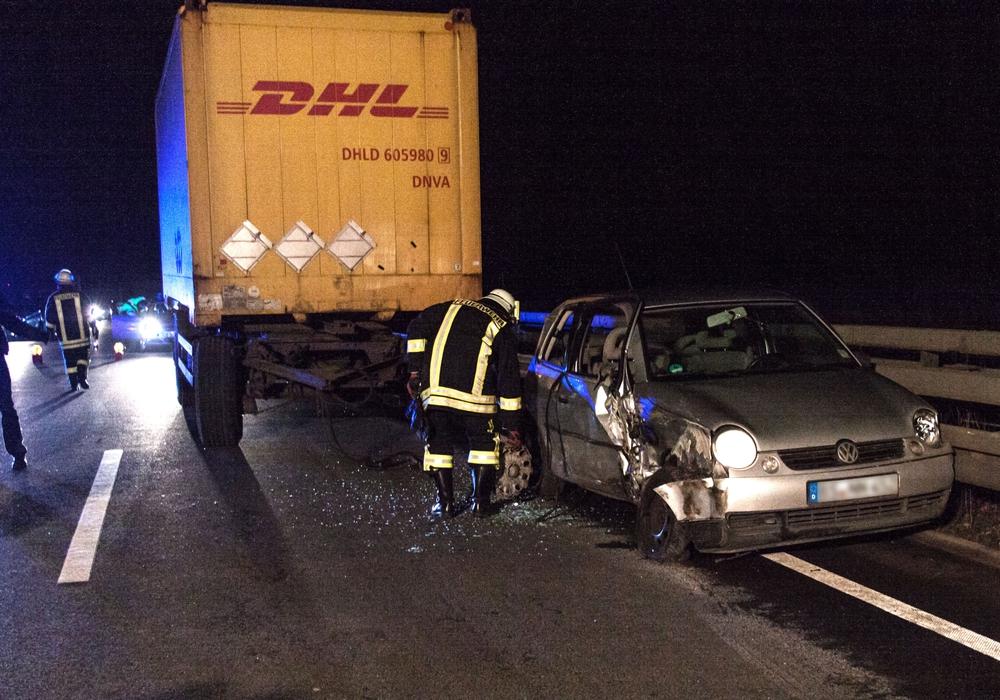 Fahrer und Beifahrer kamen bei dem Unfall mit einem DHL-Lastwagen mit dem Schrecken davon. Foto: Rudolf Karliczek