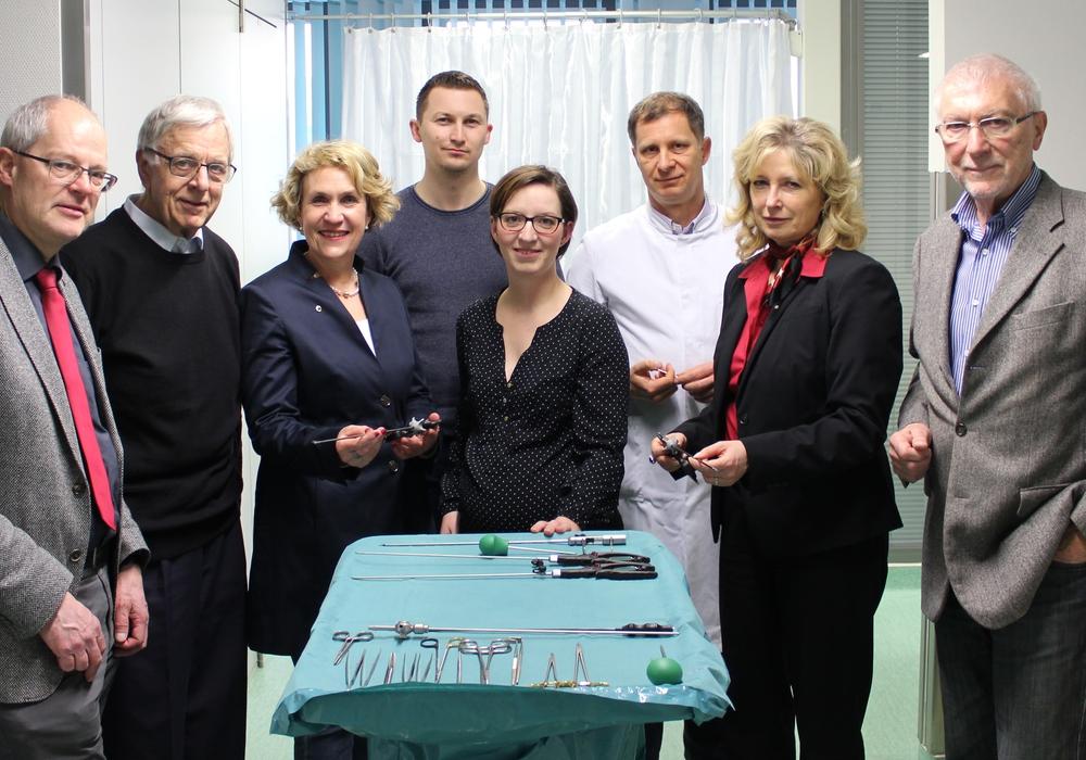 Die Vertreter des Lions Club vor Ort im Krankenhaus. Foto: Lions Club