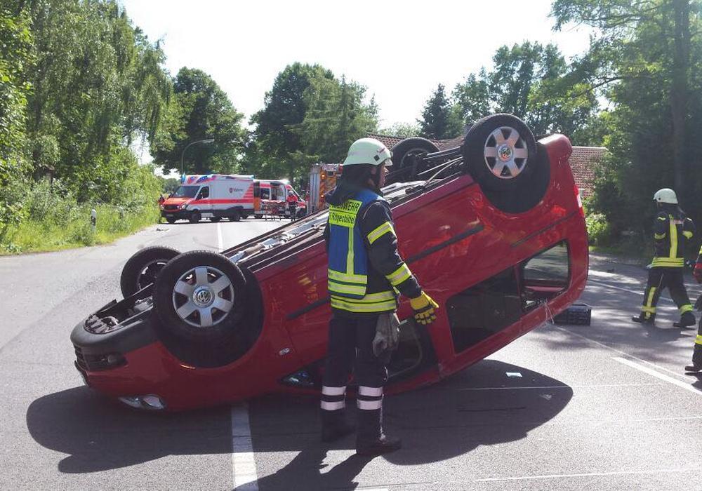 An den beteiligten Fahrzeugen entstand ein wirtschaftlicher Totalschaden. Foto: Feuerwehr/Peter Chlebik