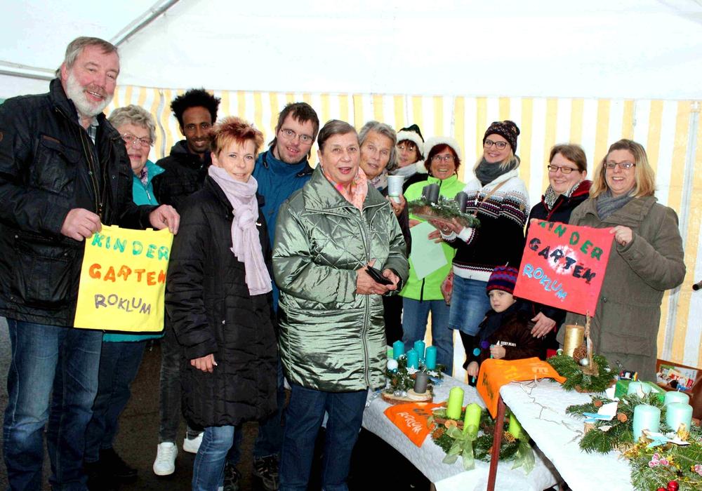 Auf dem Roklumer Weihnachtsmarkt war viel los. Foto: Bernd-Uwe Meyer