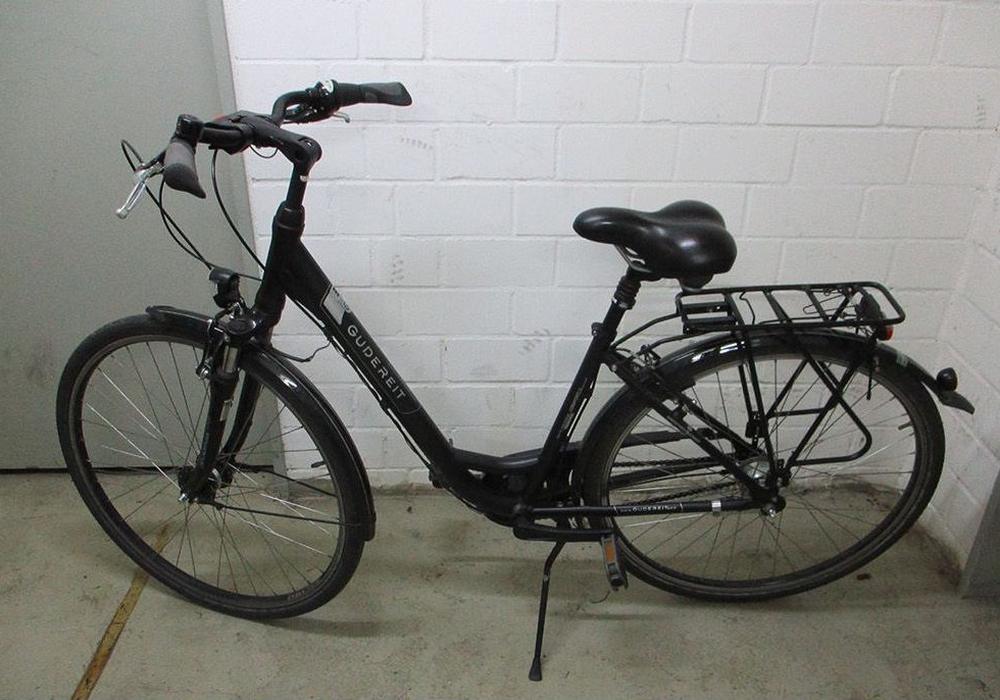 Die Polizei Braunschweig sucht nach den Eigentümern von drei Fahrrädern. Fotos: Polizei