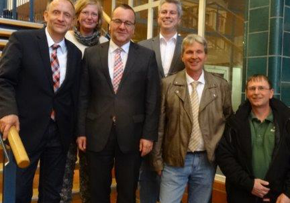 von links: SPD-Bürgermeisterkandidat Klaus Saemann, Dr. Katrin Esser-Mönning, Innenminister Boris Pistorius, Maik Meyer, Jörg Zimmerman und Carsten Gieseler. Foto: Privat
