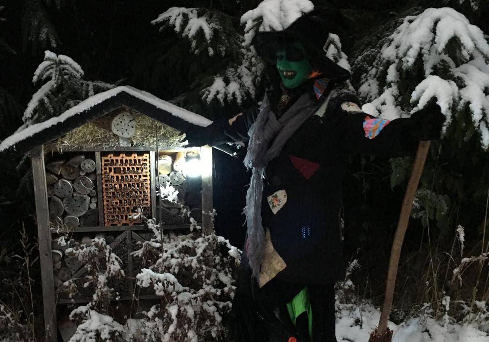 Die Hexe Tula wartet schon auf Teilnehmer. Foto: KTW Bad Harzburg