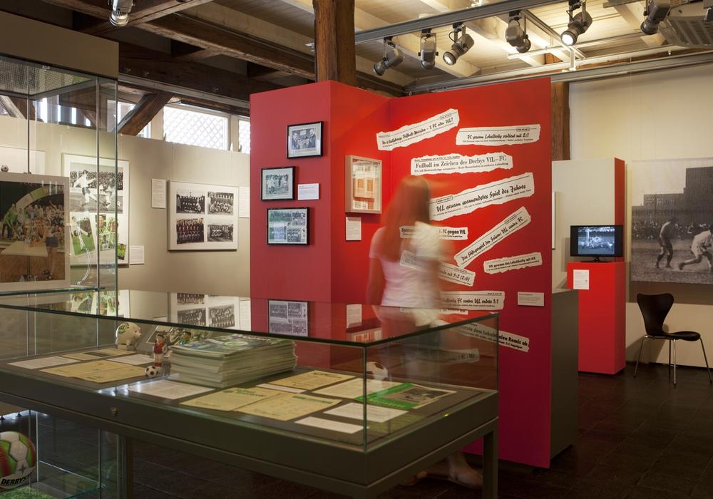 Lokalrivalen Ausstellung, Eintauchen in die Fußballgeschichte: Sonderausstellung im Stadtmuseum. Foto: Stadtmuseum / Meike Netzbandt)