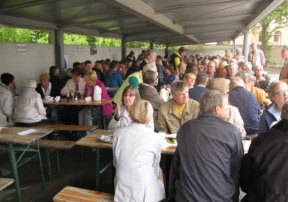 Wolfenbüttel. Am vergangenenSonntag war es soweit - die Ideengeber Pastorin Klages und Kersten Meinberg begrüßten die über 200 Lindener Bürger und Freunde zum ersten Lindener Bürgerfrühstück. Foto: Friedrich Brinner