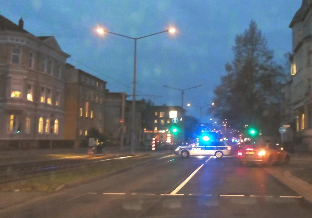 Die Polizei leitete den Verkehr schließlich um.
