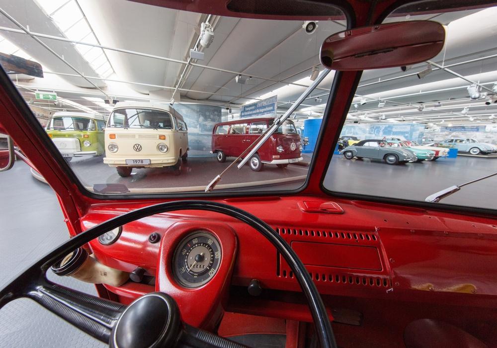 Im Automuseum erwartet die Teilnehmenden ein großes Sammelsurium an historischen Fahrzeugen. Foto: Stiftung AutoMuseum Volkswagen
