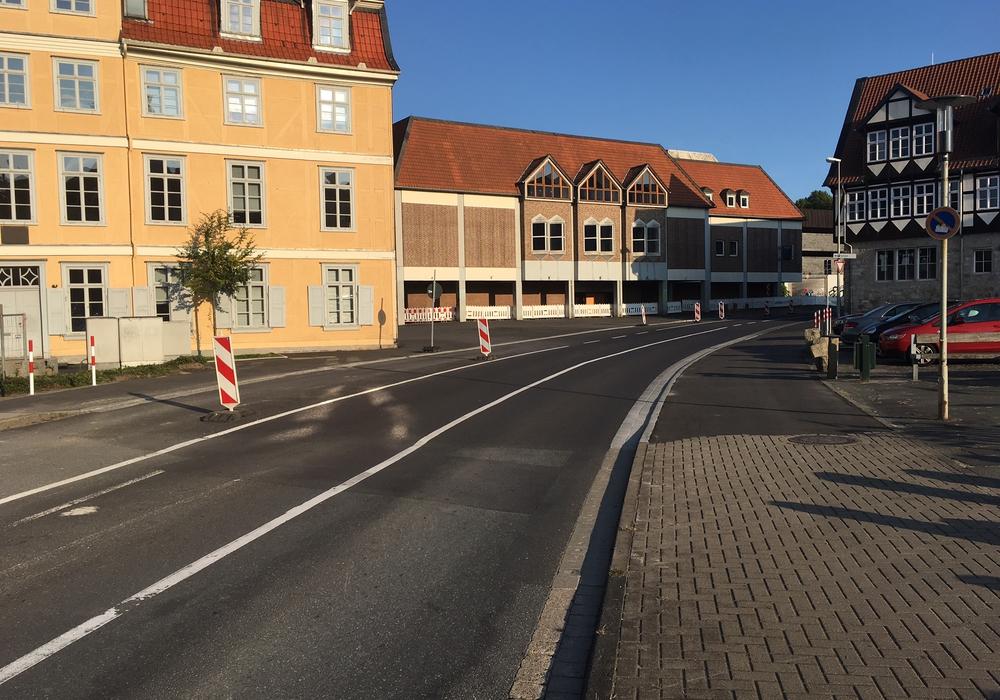 Vor dem Schloss soll nun doch ein Zebrastreifen angelegt werden. Foto: Alexander Dontscheff
