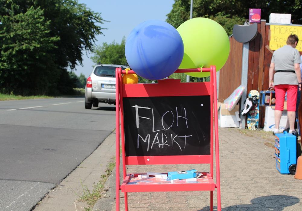 Flohmarkt der Katholischen Arbeitnehmerbewegung in der Elbestraße. Symbolfoto: Jan Borner