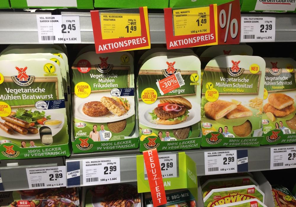 """Bratwurst, Frikadellen, Schnitzel und mehr. Zahlreiche """"fleischfreie"""" Veggie-Produkte werden in den Supermarktregalen angeboten. Foto: privat"""