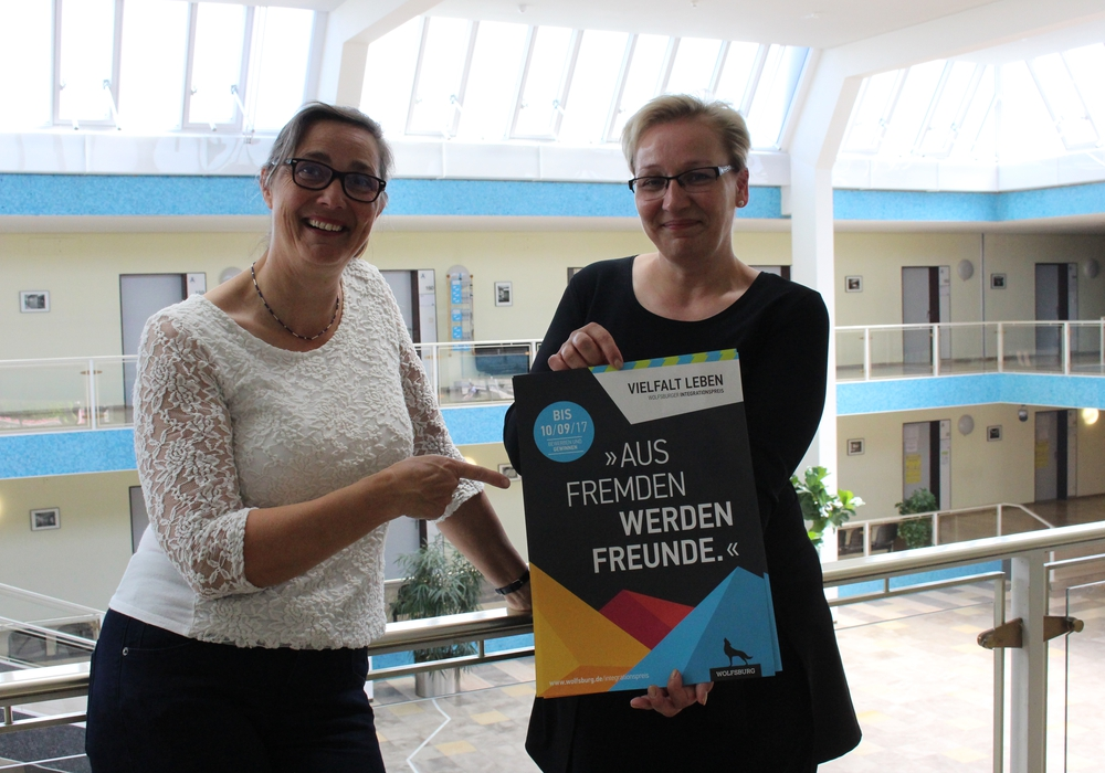 Sylvia Cultus und Ines Bothe stellten die Werbekampagne für den Integrationspreis vor. Foto: Eva Sorembik