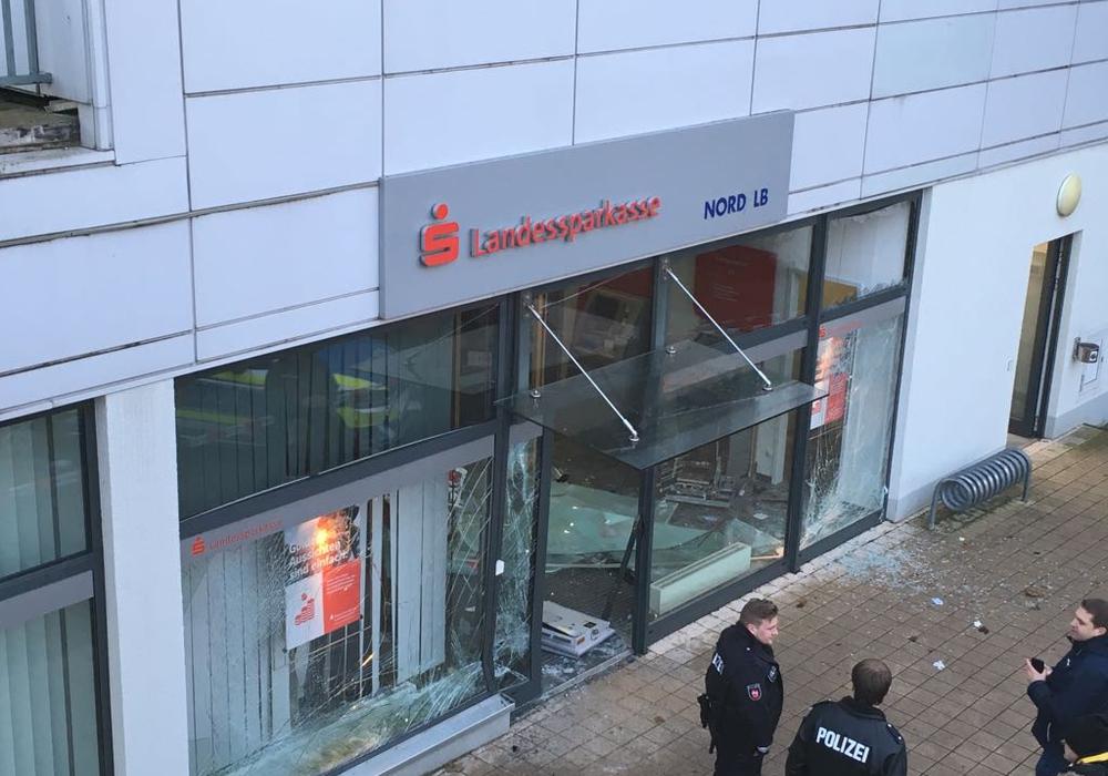 Vorerst gibt es kein Bargeld in der Filiale in Fredenberg. Foto: Eva Sorembik
