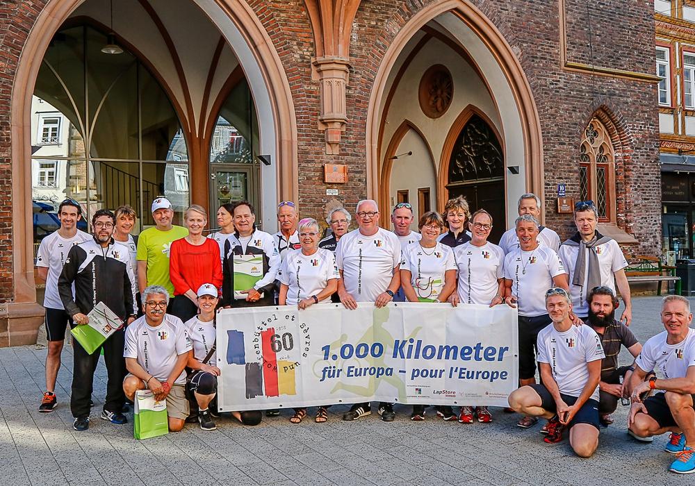 Am zweiten Tag legten die Läufer und Radfahrer sieben Etappen bis Montabaur zurück. Fotos: Thorsten Raedlein