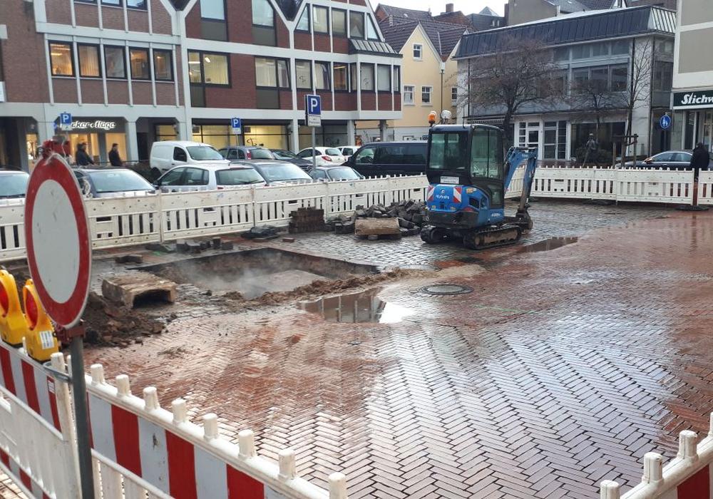 Auf dem Echternplatz befindet sich ein dampfendes Loch. Es wird gebaut. Foto: Frederick Becker