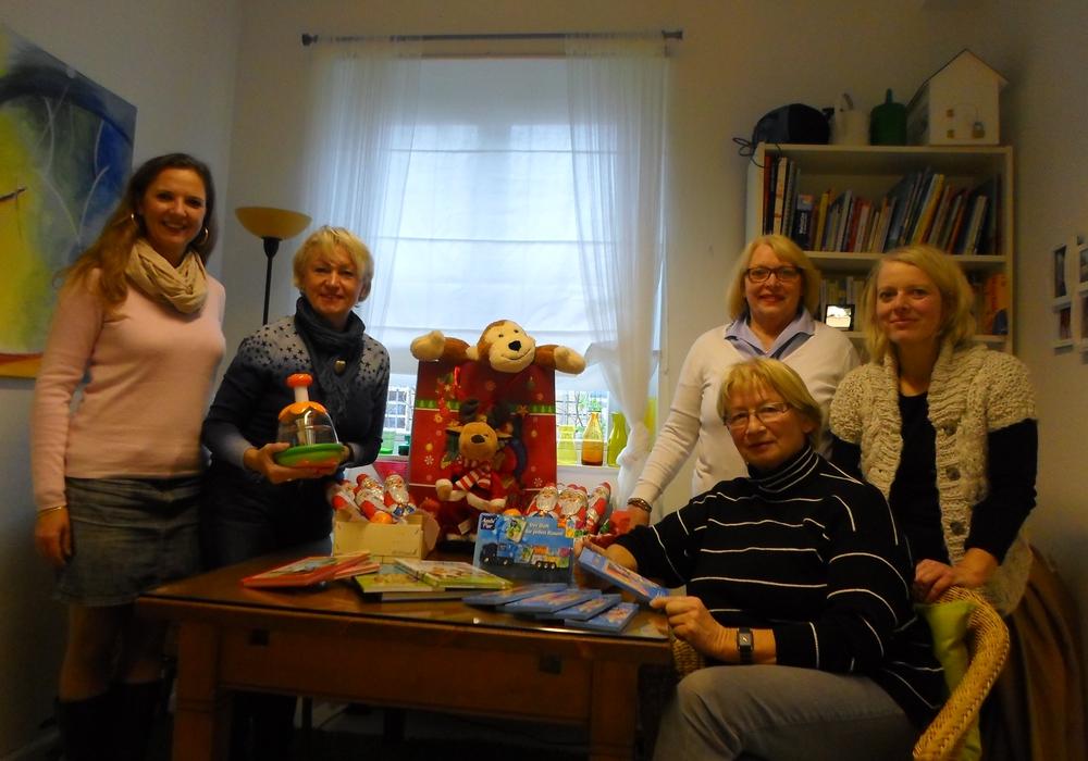 Margaret Schäfer, Elke Grosser, sowie Marita Braun vom Vorstand der Frauen Union der CDU des Kreisverband Wolfenbüttel besuchten das Frauen-Haus, Foto: Privat