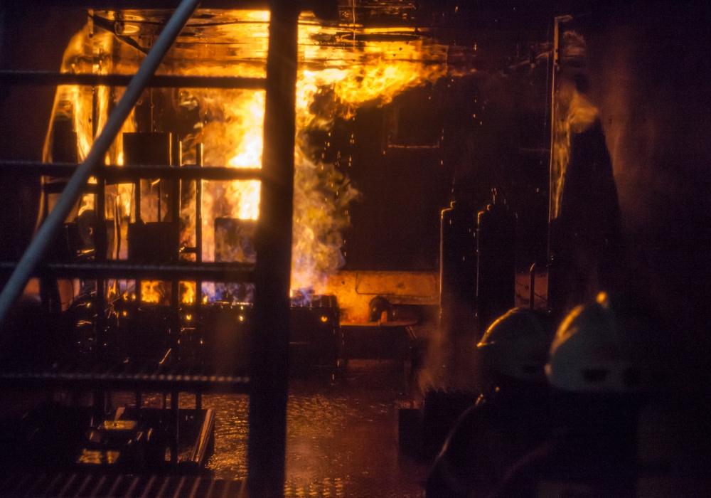 In der Nacht mussten 100 Feuerwehrleute in Meinersen ein Haus löschen. Symbolfoto: Alec Pein